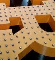 Объемные буквы с пиксельной засветкой открытыми диодами